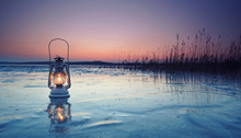 Laterne Auf Zugefrorenen See