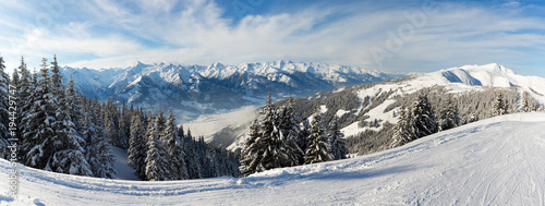 Photo  Panoramic Winter View of Austrian Alps Seen From The Ski Slopes of Zell Am See