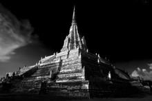 Le Vieux Temple De Wat Phu Kha...