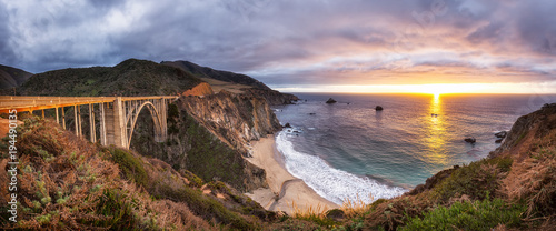 Tuinposter Bruggen Bixby Creek Bridge on Highway 1 at the US West Coast traveling south to Los Angeles, Big Sur Area, California