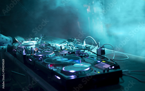 dj stand at a party - 194514569
