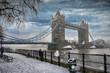 canvas print picture - Die Tower Bridge in London bei Schneefall im Winter