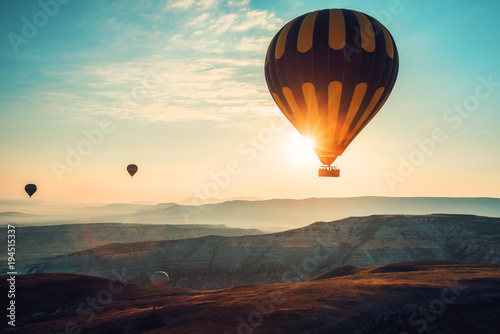Fotografia, Obraz Hot air balloons flying over the valley at Cappadocia.