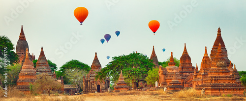 Photo Balloons over Temples in Bagan. Myanmar. Panorama