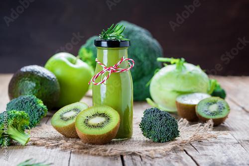 Fotografie, Obraz  Smoothie aus Obst und Gemüse - Diät - Fasten - Detox