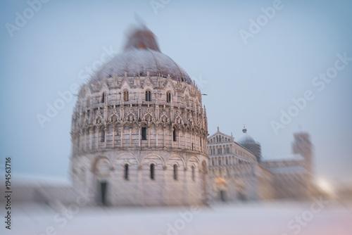Obraz na plátně Baptistery of Pisa after a winter snowfall