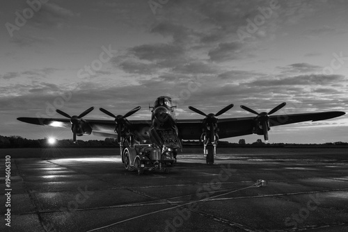 Lancaster bomber at night Fototapet