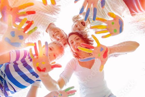 Obraz happy family color time - fototapety do salonu