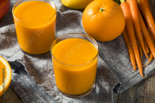 Foto op Plexiglas Sap Healthy Organic Orange Carrot Smoothie Juice Drink