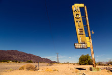 Motel Sign On Route 66 In Amer...