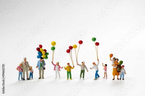 Fotografie, Obraz  風船を持つミニチュア人形