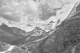 Wspaniała scena ośnieżonych gór znajduje się w Tybecie w Chinach - 194676781