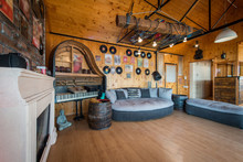 Old Fashion Decorated Living R...