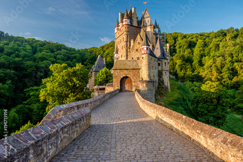Papiers peints Chateau Burg Eltz castle in Rhineland-Palatinate, Germany.