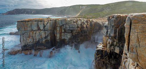 Waves crashing into The Gap in the Torndirrup National Park, Albany Western Aust Fototapet