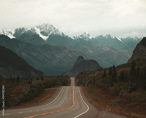 roadtrip-widok-na-zachod-w-kierunku-lion-39-s-head-na-alasce