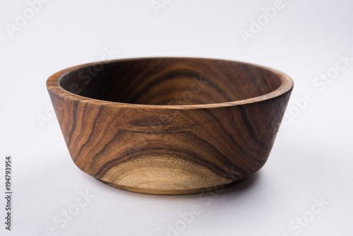 Empty wooden bowl or decorative wooden plate, isolated over white background Fototapete