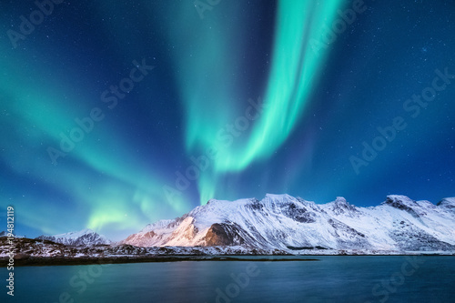 fototapeta na lodówkę Northen light under mountains. Beautiful natural landscape in the Norway