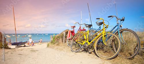 Deurstickers Fiets France > Bretagne > Plage > Vélo en bord de mer