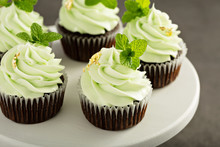 Chocolate Mint Cupcakes With G...