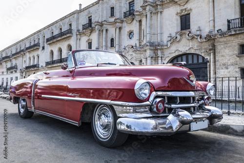 Auto antiguo clasico en La Habana Canvas Print