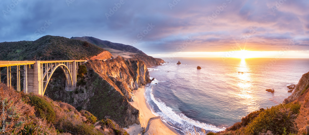 Fototapety, obrazy: Bixby Creek Bridge on Highway 1 at the US West Coast traveling south to Los Angeles, Big Sur Area, California