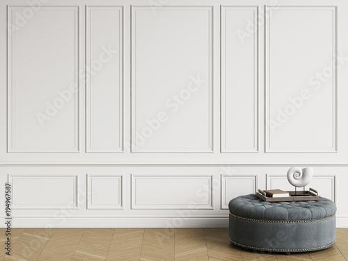 Stampa su Tela  Classic ottoman with  decor in classic interior with copy space