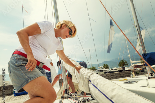 Keuken foto achterwand Schip Young people on the yacht sunny weather