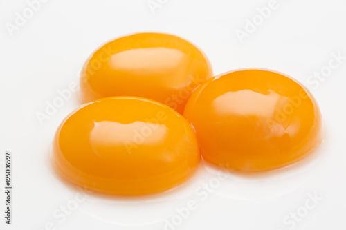 黄身が盛り上がる鶏卵の黄身