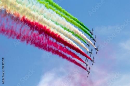 Fotografie, Obraz  frecce tricolore in formazione in cielo per la festa della repubblica italiana