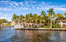 FORT LAUDERDALE, FL - FEBRUARY 29, 2016: Beautiful Homes Along City Canals. Fort Lauderdale Is A Famous Tourist Attraction In Florida