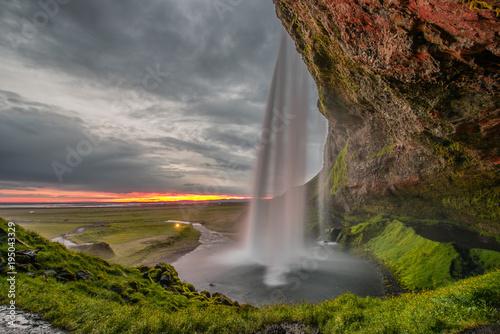 Foto op Canvas Watervallen cascata a mezzanotte