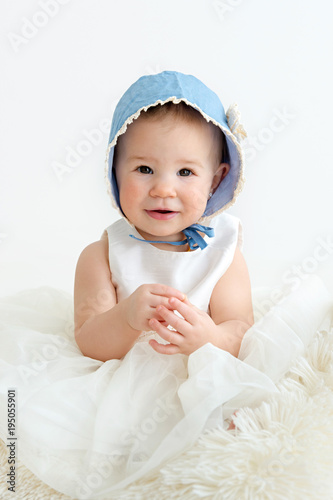 Photo Girl with bonnet