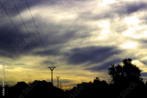 Fotomural Silueta rural con cielo salvaje