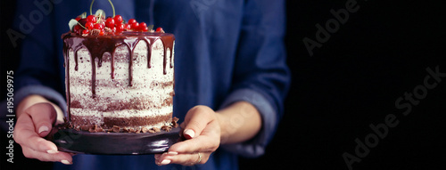 Photo  Woman holding a fruit cake, cover templates for social networks