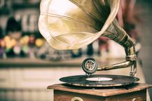 Retro Old Gramophone Radio. Vi...