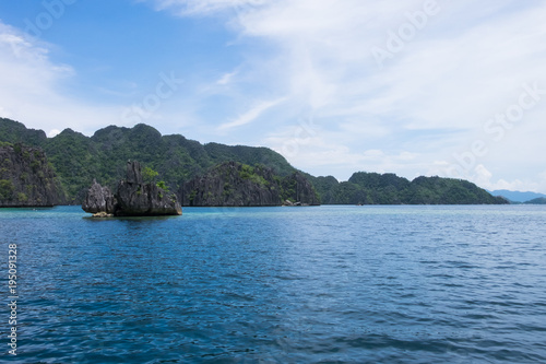 Fotobehang Oceanië Rock formation in the ocean - El Nido, Palawan, Philippines