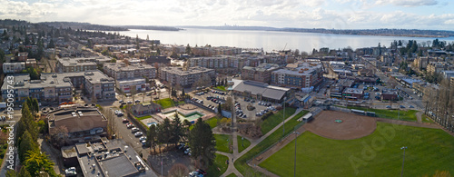Obraz na płótnie Kirkland Washington Downtown Aerial Panoramic View Looking Toward Lake Washingto
