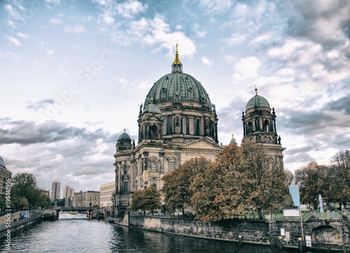 Платно  Berliner Dom (Berlin cathedral) over Spree river