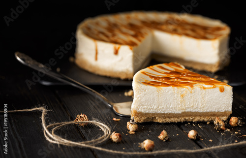 Leinwand Poster cheesecake with caramel