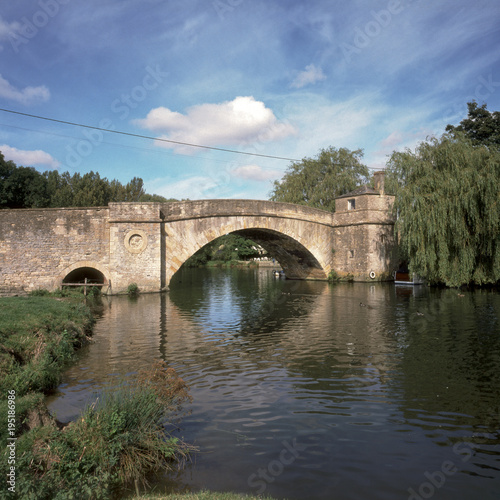 Obraz na plátně England, Cotswolds, Gloucestershire, Lechlade, historic Halfpenny Bridge over th