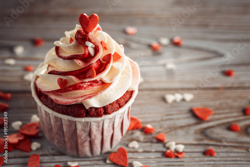 Photo  Cupcake with Heart Wooden Background