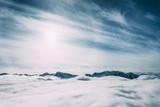 piękne ośnieżone szczyty górskie i chmury, mayrhofen, austria - 195321923