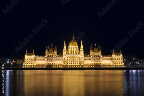 Fotografia  Budapest Parliament building at night. Hungary