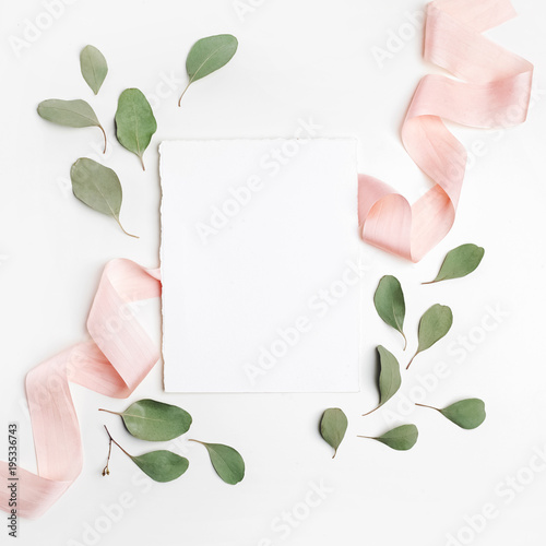 Foto op Canvas Bloemen Leaf pattern. Frame made of green leaves on white background. Flat lay, top view, copy space