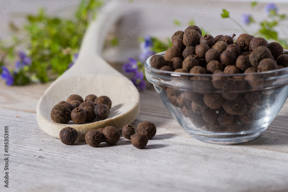 Fototapety, obrazy: Close up on spoon with allspice (pimento)