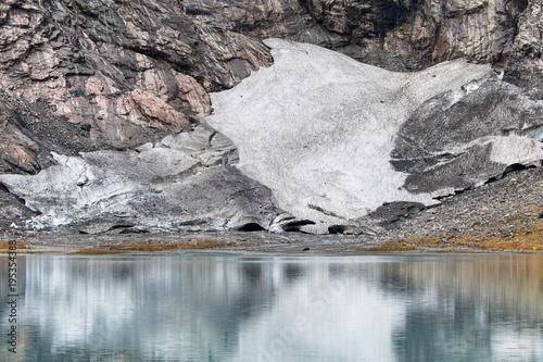 Fotobehang Gletsjers Boyabreen Glacier Reflected on the Brevatnet Lake