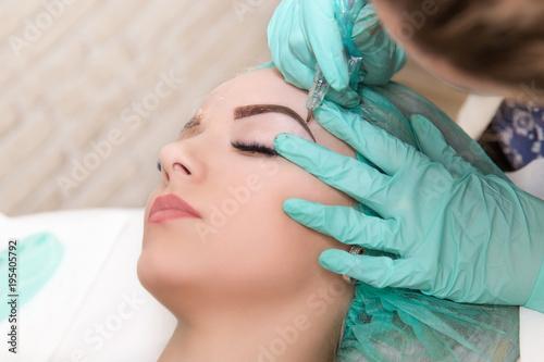 Microblading eyebrows work flow in a beauty salon Billede på lærred