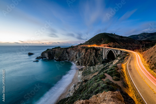 Fotobehang Kust Pacific Coast Highway at Blue Hour