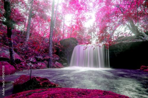 krajobrazowa-fotografia-siklawa-w-phu-kradueng-parku-narodowym-piekna-siklawa-w-tajlandia